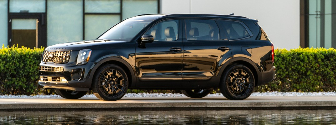 A left profile photo of the 2021 Kia Telluride Nightfall Edition.