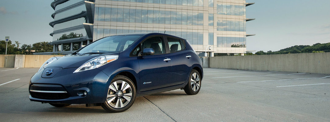 How far can the 2016 Nissan LEAF go on a full charge?