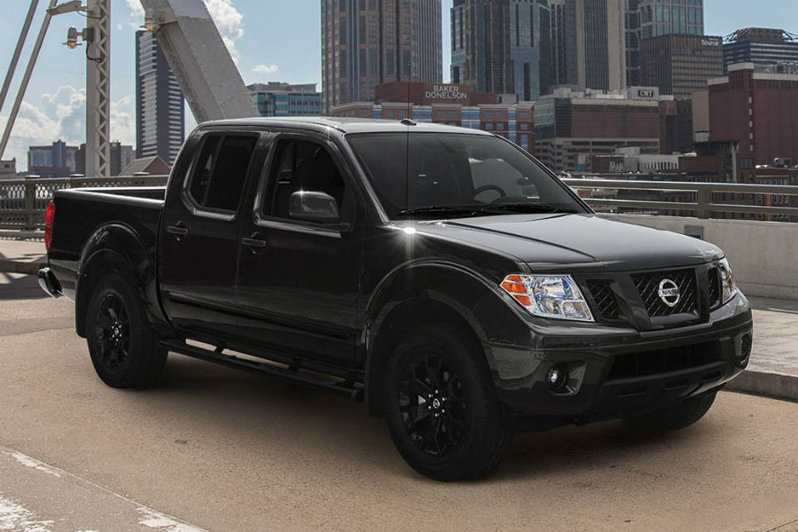 2018 nissan frontier midnight edition in black on bridge near melbourne fl