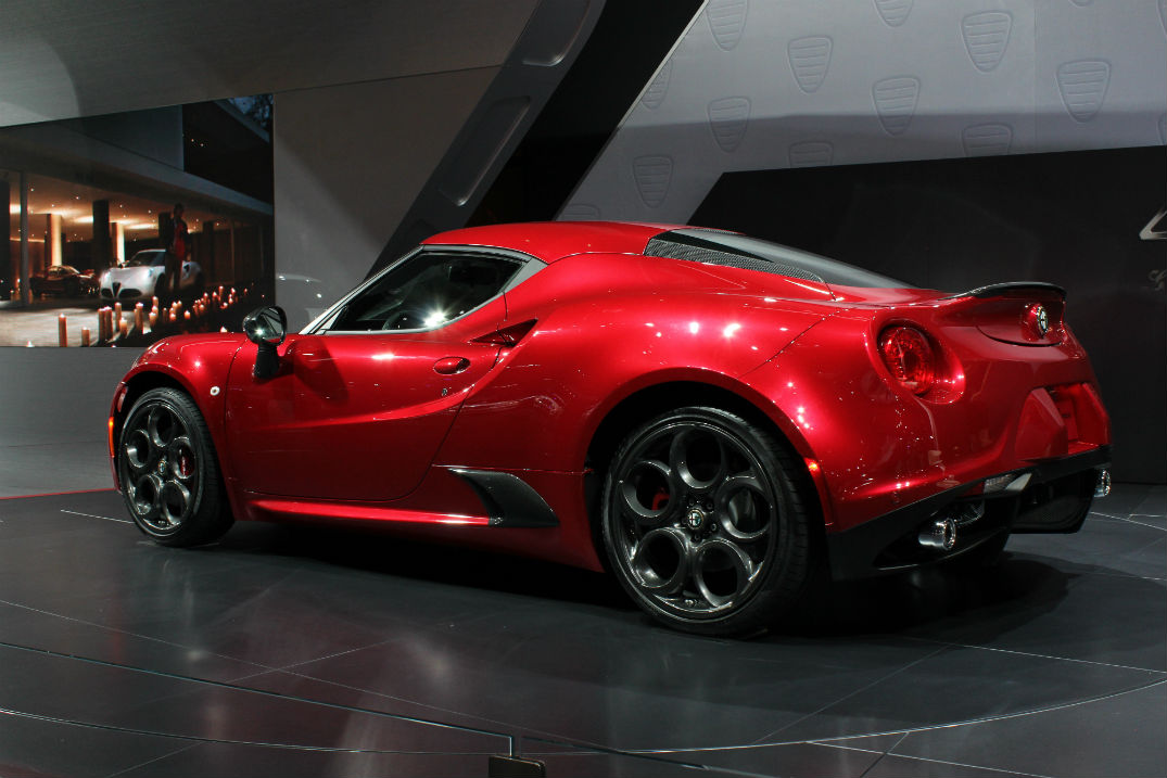 alfa romeo 4c spider 4c coupe u s release date. Black Bedroom Furniture Sets. Home Design Ideas