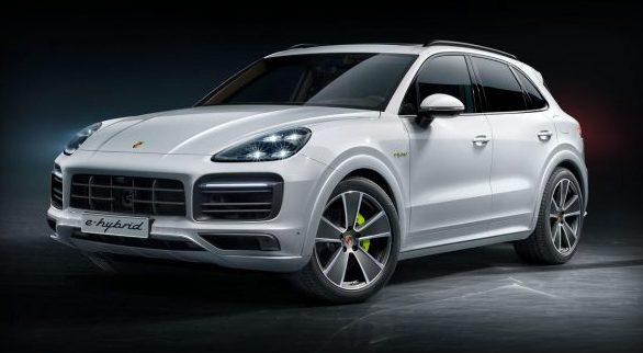 full view of the 2018 Porsche Cayenne E-Hybrid