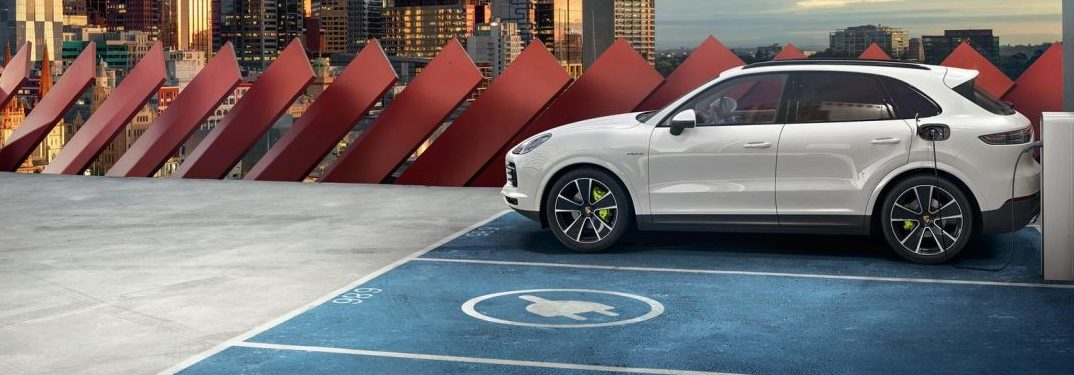 What colors does the Porsche Cayenne E-Hybrid Come in?