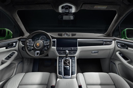 Cockpit view in the 2020 Porsche Macan Turbo
