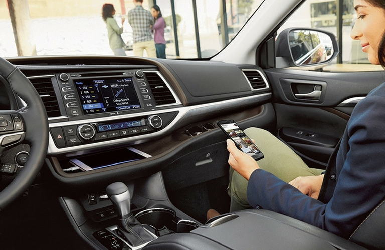 2018 Toyota Highlander dash and wheel.