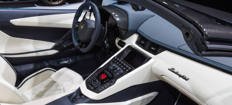 Why does the Lamborghini Aventador not have a DCT?