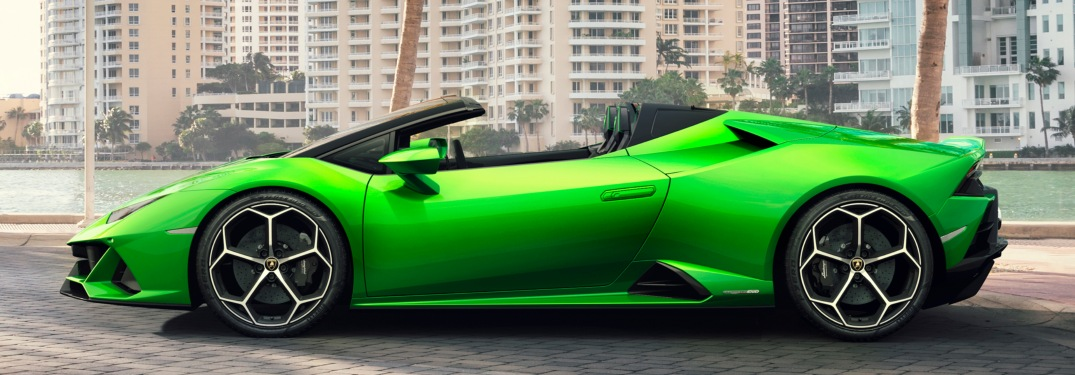 Lamborghini Huracan EVO Spyder green side view