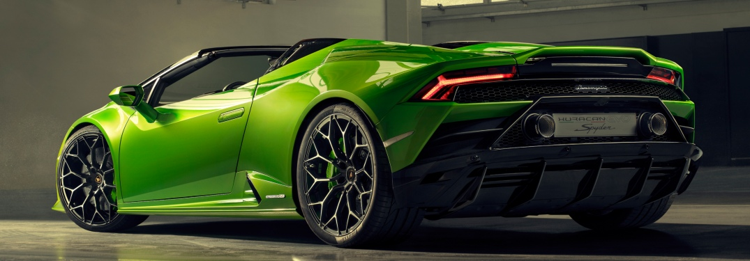 Lamborghini Huracan EVO Spyder green back view in doors