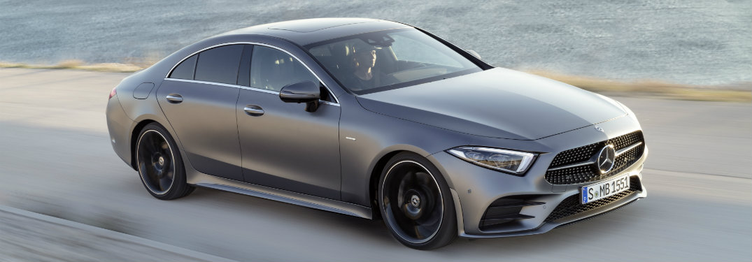 2019-Mercedes-Benz-CLS-driving-next-to-lake