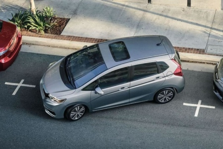 Overhead view of a 2019 Honda Fit parallel parking