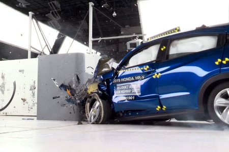 2019 Honda HR-V going through crash test
