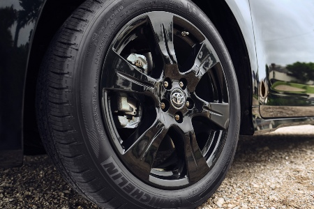 2020 Toyota Sienna Nightshade Edition wheels