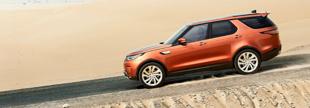 How many engines are offered on the 2017 Land Rover Discovery?