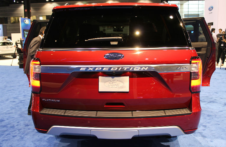 2018 ford expedition flat cargo bed