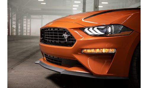 Close up of the 2020 Ford Mustang grille
