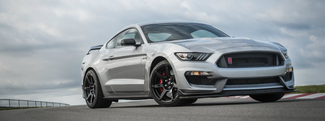 Profile look at the 2020 Ford Mustang Shelby GT350R