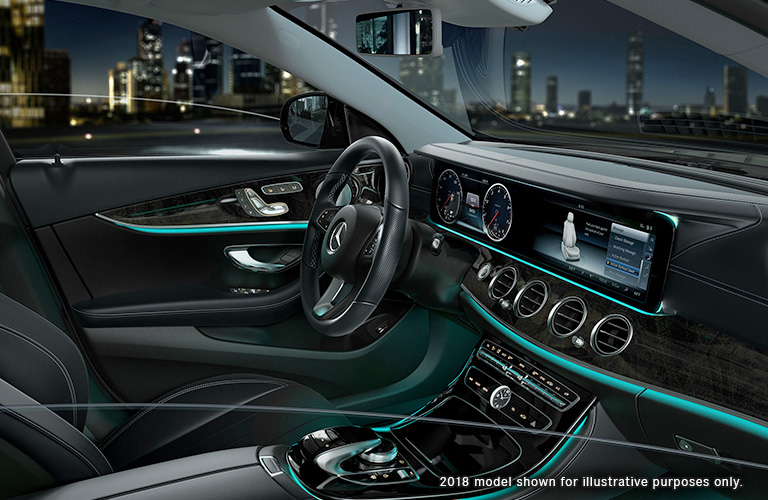 Does the 2019 Mercedes-Benz E 300 come with Apple CarPlay and