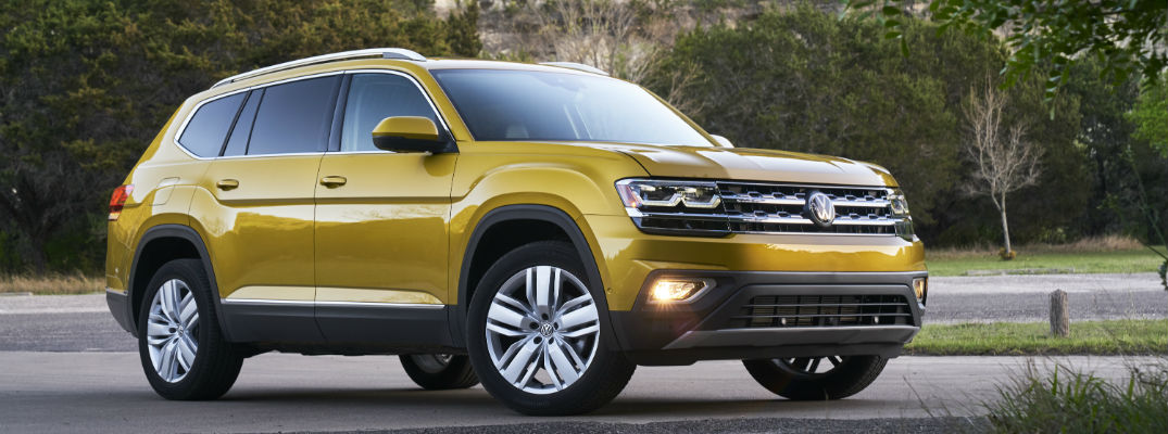 A right profile photo of the 2018 VW Atlas.