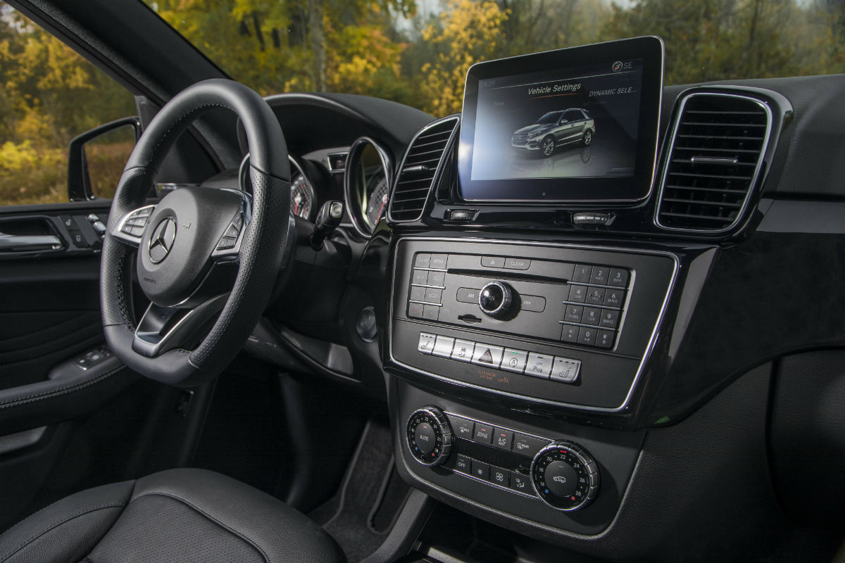 2017 Mercedes Amg Gle43 Coupe Suv Front Interior Driver Dash And