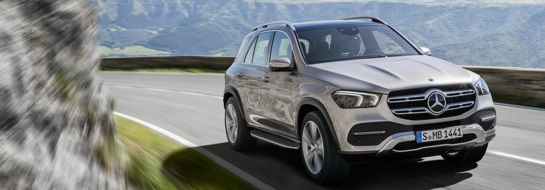 2020 Mercedes-Benz GLE on a curved road