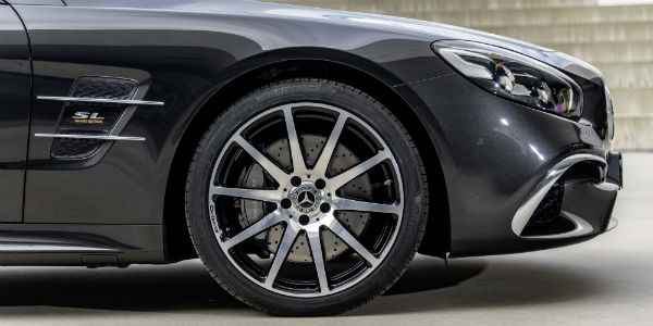 Closeup of wheel on 2020 Mercedes-Benz SL Roadster Grand Edition