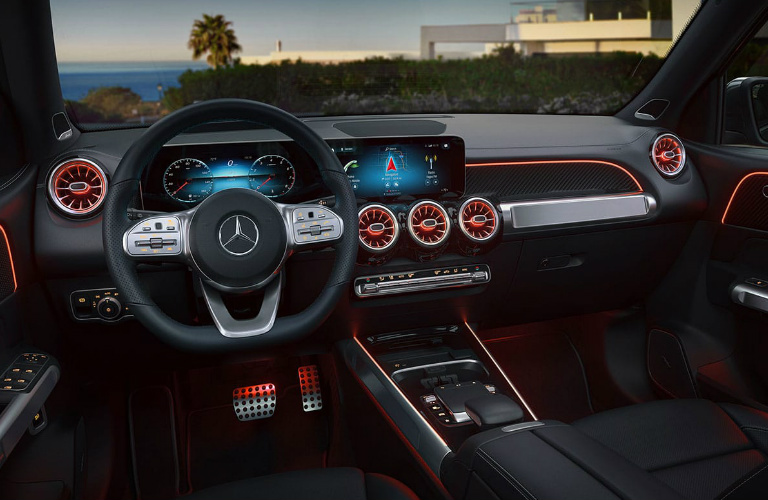 2020 Mercedes-Benz GLB steering wheel and dashboard