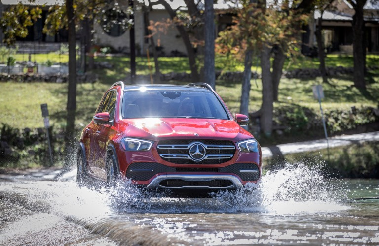 2021 Mercedes-Benz GLE 4MATIC driving through water