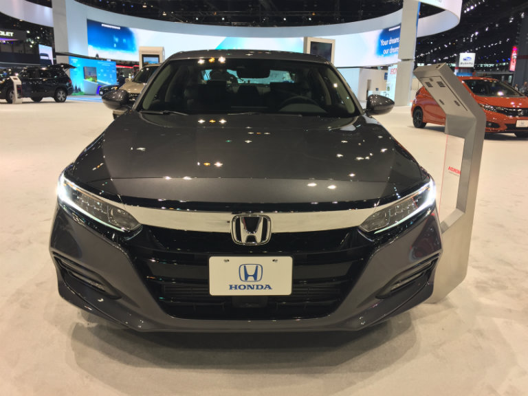 front view of the 2018 Honda Clarity Plug-in Hybrid at the 2018 Chicago Auto Show