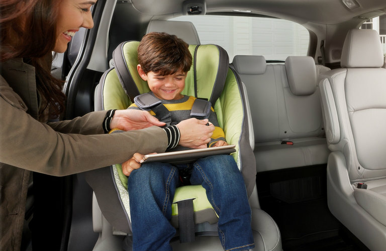 child hooked into Honda Odyssey car seat