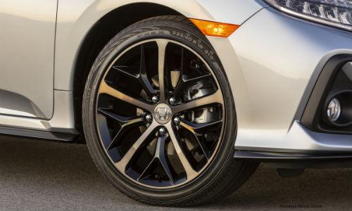 Closeup of wheel on 2021 Honda Civic Hatchback Sport Touring