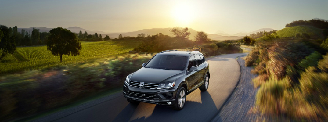 Standard and Available Features on the 2017 Volkswagen Touareg Driving