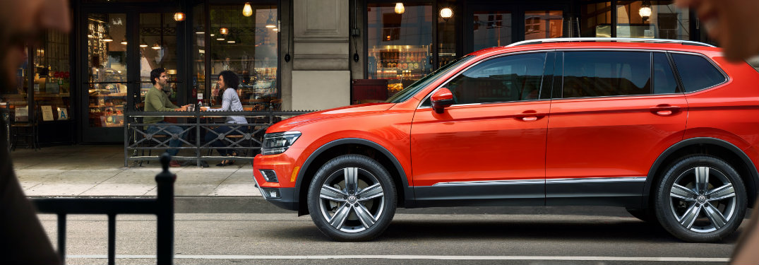 Side profile of a 2019 Volkswagen Tiguan in Habanero Orange
