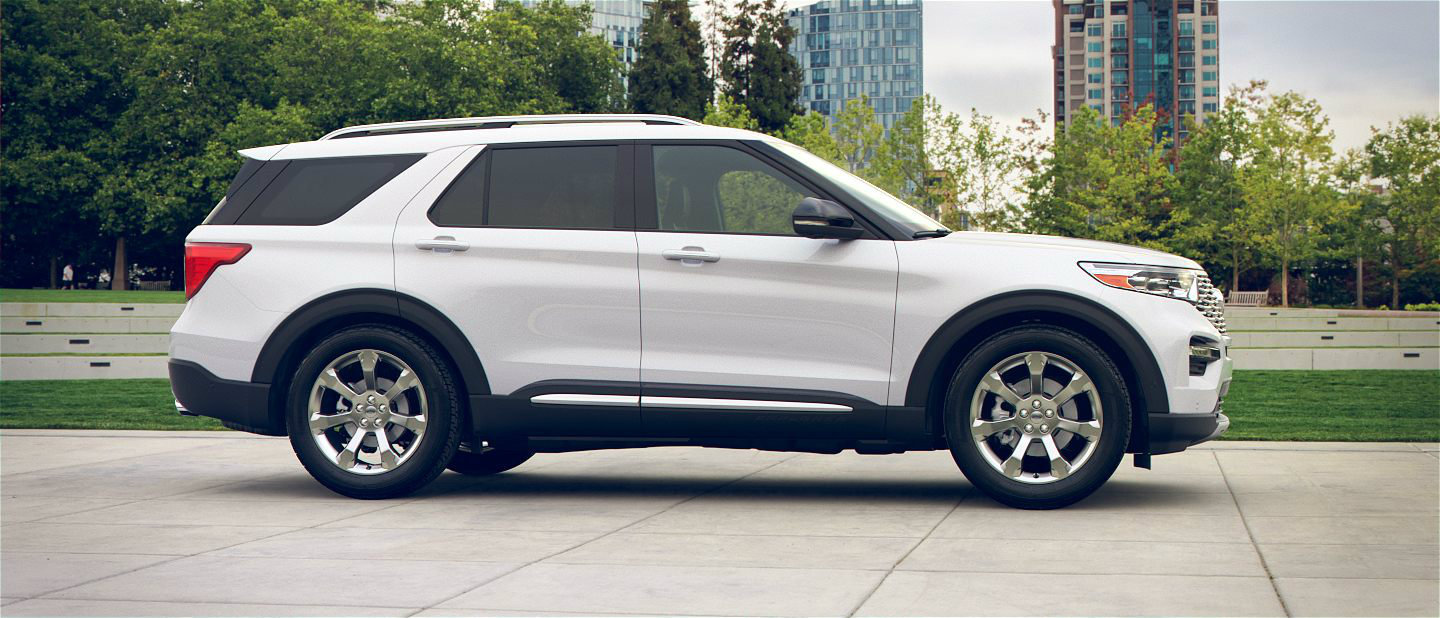 2020 Ford Explorer in Oxford White