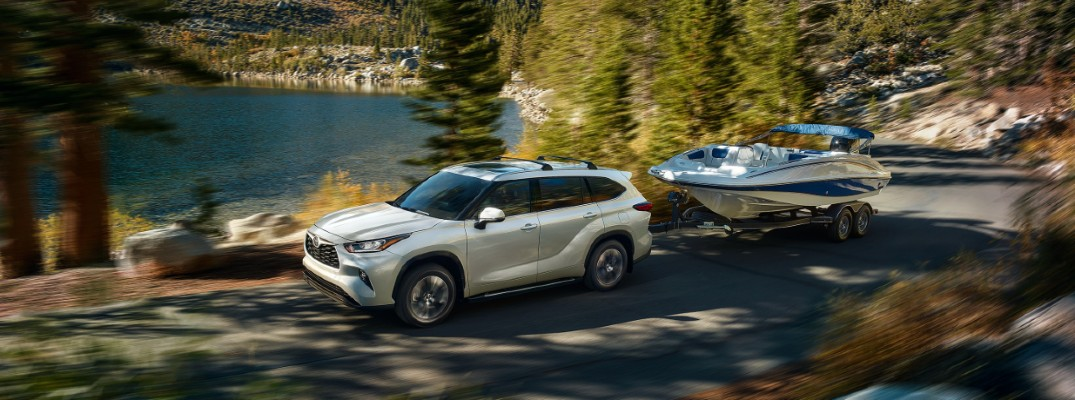 2020 Toyota Highlander towing a boat by a lakeedit_o
