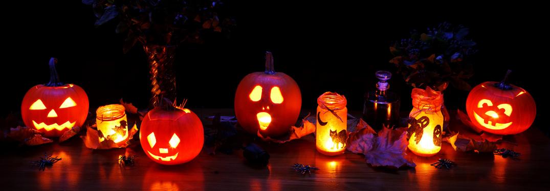 A row of Jack o' Lanterns on a table