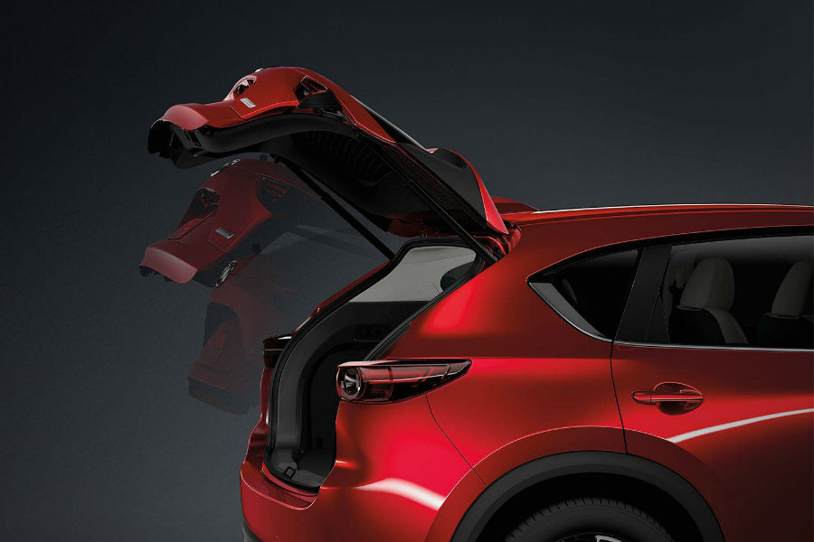 A photo illustration of the liftgate of the 2018 CX-5 opening.