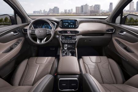 Cockpit view in the 2019 Hyundai Santa Fe