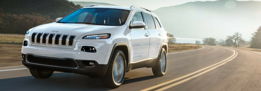 2018 jeep cherokee full view driving