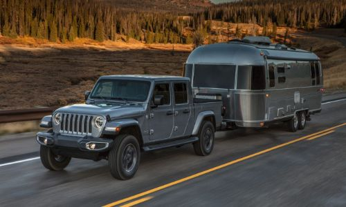 2020 Jeep Gladiator grey paint pulling silver trailer