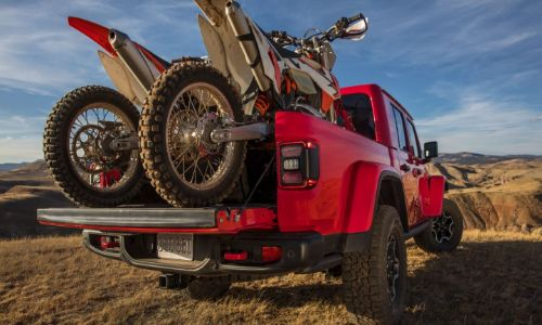 2020 Jeep Gladiator red paint dirt bikes in bed