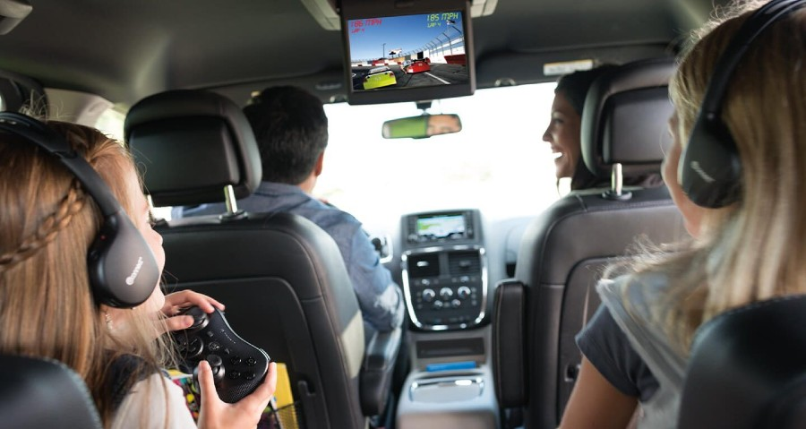 Kids using the Single DVD Entertainment System in the 2020 Dodge Grand Caravan