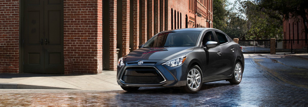 What advanced safety features does the 2018 Toyota Yaris iA offer?