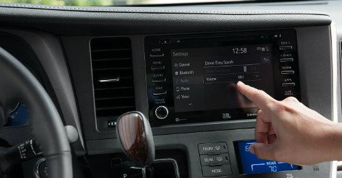2018 toyota sienna interior. individual inside 2018 toyota sienna operating touchscreen interface interior