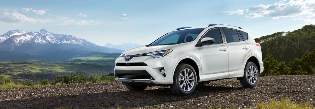 2018-Toyota-RAV4-in-front-of-mountain