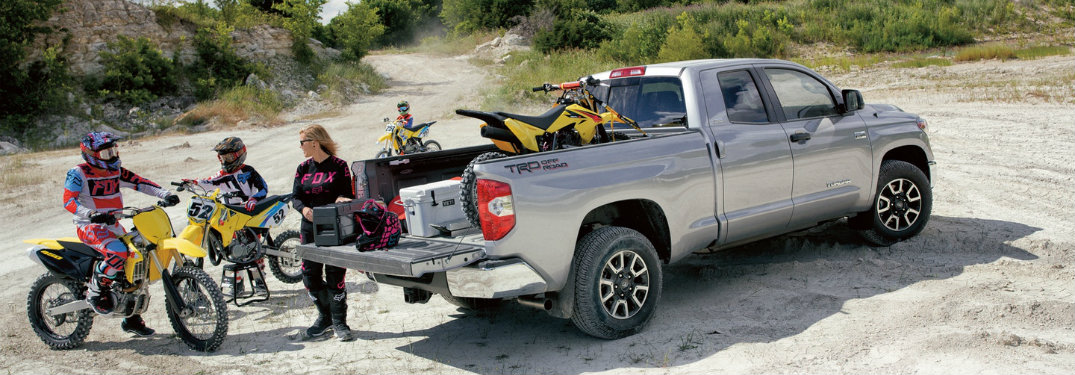 Group-of-people-taking-dirt-bikes-out-of-2018-Toyota-Tundras-bed