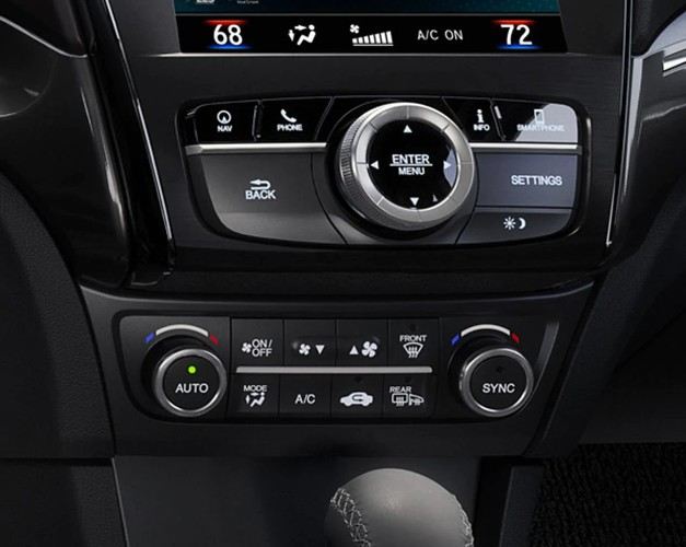Dual-zone automatic climate control system in the 2020 Acura ILX