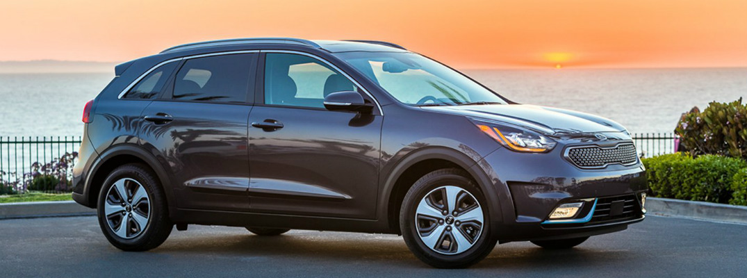 What is the release date for the 2018 Kia Niro plug-in model?