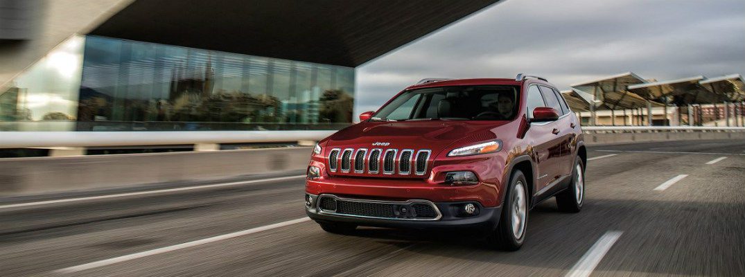 What engine is in the 2017 Jeep Cherokee