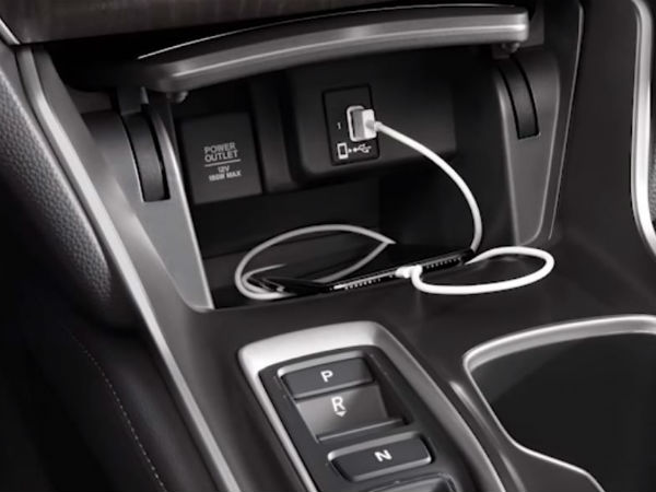 apple iphone plugged into center console of 2018 honda accord