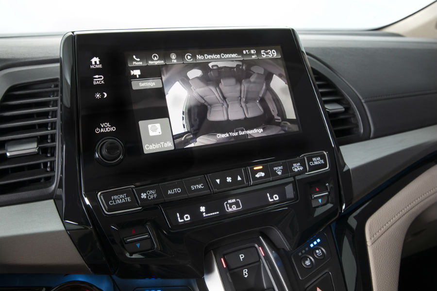 honda watch displayed on infotainment unit in 2018 honda odyssey interior
