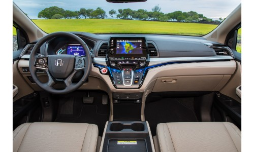 2019 Honda Odyssey Interior Of Front Seating, Steering Wheel, Dashboard,  And Infotainment System
